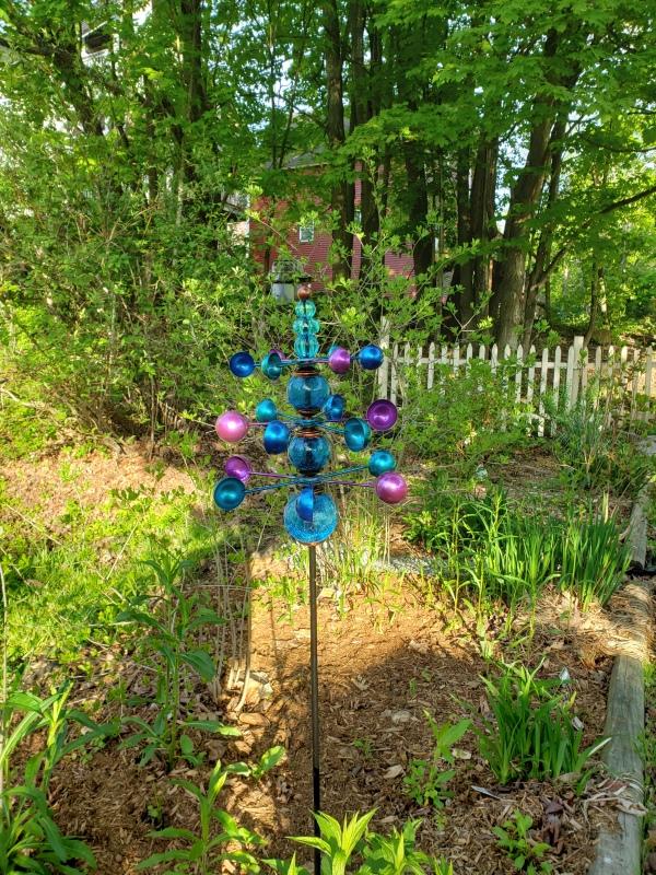 Wind spinner shrub garden more light-trnd