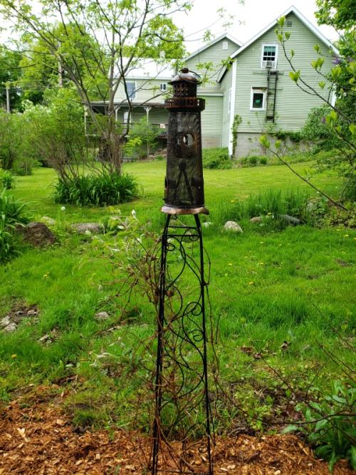 Lighthouse birdfeeder on trellis-trnd