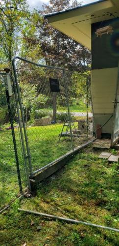 Fence panel straightened