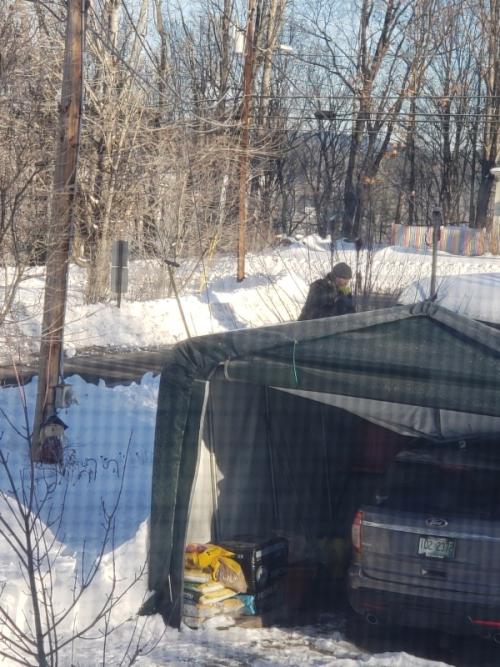 Guy shoveling right side-trnd