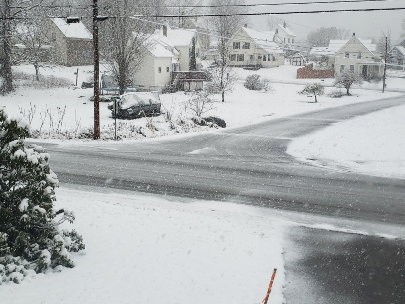 Snow at 9am startign to stick to road