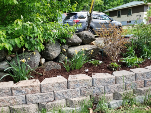 New mulch roadside left